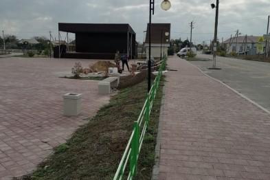 В парке Победы станицы Должанской завершили строительство нового ограждения