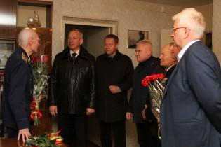 Поздравления с Днем Героев Отечества принимает ветеран Великой Отечественной войны, Герой Советского Союза Павел Андреевич Галкин