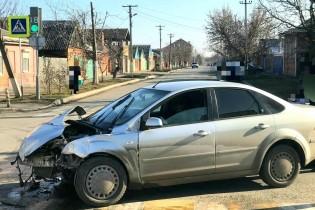 Водитель в Ейске совершил ДТП, проехав на красный цвет светофора