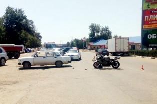 Мотоциклист не выдержал дистанцию и въехал в Жигули