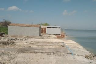 В Ейске проводятся работы по демонтажу незаконно установленных боксов и наведению санитарного порядка