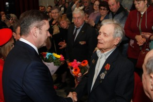 Заместитель губернатора Кубани Сергей Пуликовский вручил юбилейные медали ветеранам Великой Отечественной войны