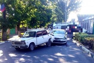 Водитель в Ейске совершил ДТП, не заметив припаркованный автомобиль