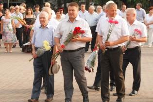 С возложения цветов к памятнику основателя портового города в Ейске началась череда праздничных мероприятий
