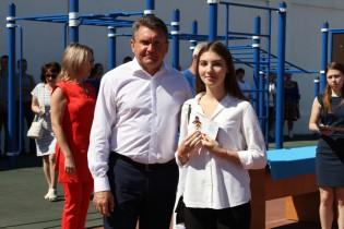 Сегодня 20 выпускникам Ейского района в торжественной обстановке вручили золотые знаки ГТО