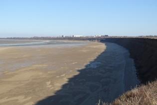 При отливе воды на дне Таганрогского залива обнаружились неизвестные бетонные блоки странной конструкции