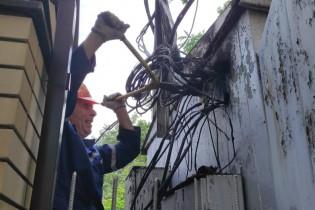 Две больших аварии в Ейске на линиях электропередач должны ликвидировать сегодня до 18 часов