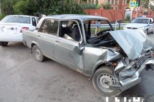 Два водителя в Ейске поехали на красный цвет светофора  и совершили ДТП