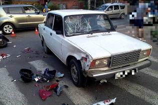 В Ейске водитель автомобиля ВАЗ на перекрестке не пропустил мопед