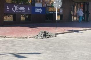 В Ейске заменили бракованную дорожную плитку