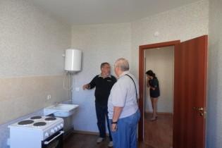 Депутаты райсовета осмотрели квартиры для детей-сирот